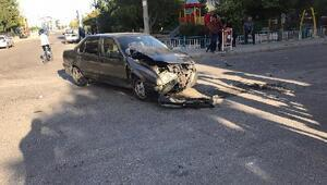 İki otomobil çarpıştı:5 yaralı