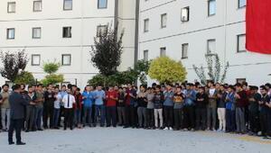 Öğrencilerden Mehmetçik için dua etti