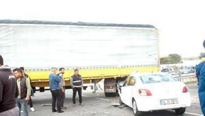 Otomobille TIRın çarpıştığı kazada 5 kişi yaralandı