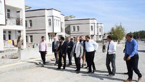 Vali Aykut Pekmez, Samsatta afet konutlarını inceledi
