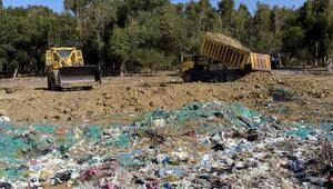Eski çöp döküm sahasının üzeri kapatılıyor