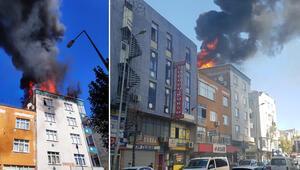 Bağcılarda binanın çatısı alev alev yandı