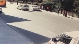 Pendikte feci kaza Otomobil otobüs durağına daldı: 4 yaralı