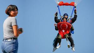 Türkiyede ilk oldu... Hatice Hemşire 4 bin metreden böyle atladı