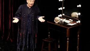 Genco Erkal 'Merhaba' oyunuyla İKÜ'de