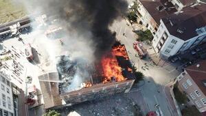 Esenyurtta 4 katlı binanın çatısında yangın