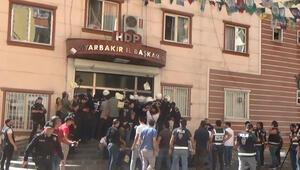 Vekillerin de olduğu HDPlilerden polise sıcak su ve cam bardaklı saldırı