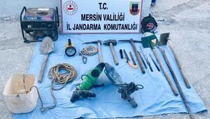 Mersinde kaçak kazıya 2 gözaltı