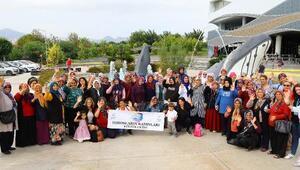 Torosların kadınları Antalyayı gezdi