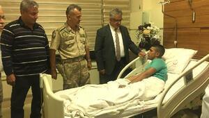Vali Pekmez, Barış Pınarı Harekatında yaralanan askeri hastanede ziyaret etti