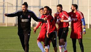 Sivasspor, Galatasaraya iki eksikle hazırlanıyor