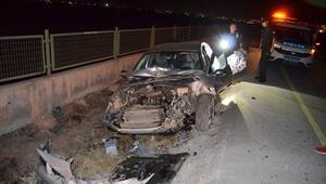 Son Dakika: Otomobil üniversite bahçesinin duvarına çarptı: 3 yaralı