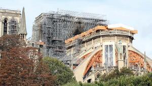 Notre Dame ayağa kalkıyor