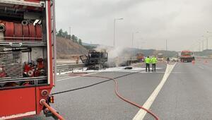 Kaza yapan TIRlardan biri alev alev yandı