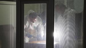 Tabancasını temizleyen polis kazara kendisini ve bekçiyi vurdu
