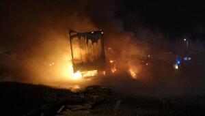 Bariyerlere çarpan TIR alev alev yandı