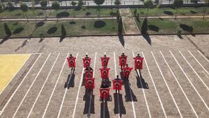 Sivasta lise öğrencilerinden komando marşı