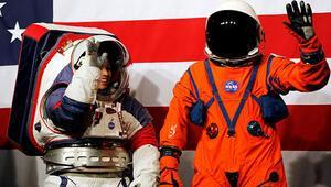 NASA yeni nesil uzay giysilerini görücüye çıkardı