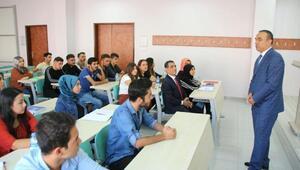 Kilis Valisi Soytürk üniversite öğrencileri ile bir araya geldi