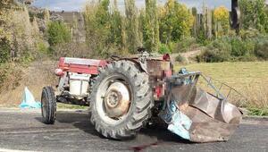 Kamyon çarpan traktördeki aynı aileden 3 kişi öldü