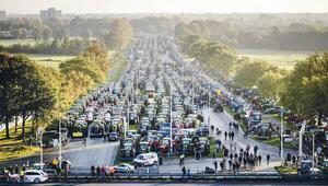 Çiftçiler trafiği kapattı