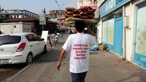 Simit satarak Mehmetçik Vakfına bağışta bulundu