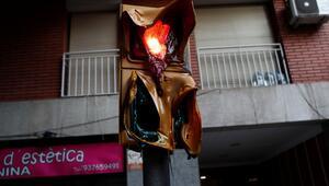 Büyük kaos... Trafik lambaları eridi