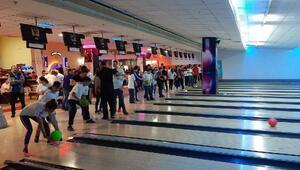 Bursa'da özel çocuklar bowlingde buluştu