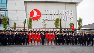 THYnin pilot ve kabin memurlarından Mehmetçike asker selamı