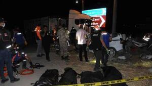 Tuncelide, TIR ile çarpışan hafif ticari araçtaki 4 kişi öldü