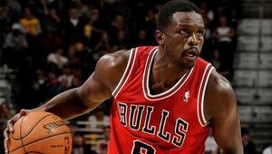 Loul Deng, Chicago Bulls formasıyla emekliye ayrıldı