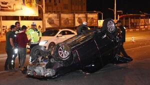 Otomobil refüje çarparak takla attı: 2 yaralı