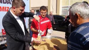 Burdur Belediyesi şehitler için helva dağıttı