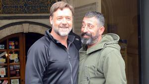 Russell Crowe Cem Yılmazı tebrik etti