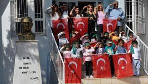 Minik öğrencilerden Mehmetçiğe selam