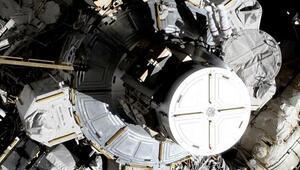 Tarihte bir ilk... Kadın astronot ekibinden uzay yürüyüşü