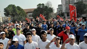 Binlerce Karacabeyli Mehmetçiğe destek için selam durdu