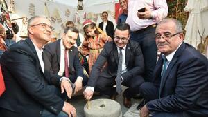 Mustafakemalpaşa'nın yöresel ürünleri festivalde sergilendi