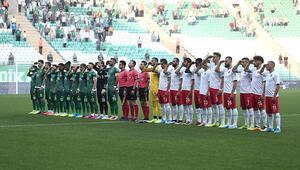 Bursaspor ve Ümraniyesporlu oyunculardan asker selamı