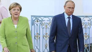 Merkel ve Putin, Ukrayna, Suriye ve Libyayı görüştü