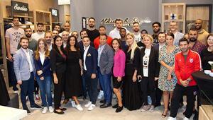 Pınar Karşıyaka oyuncuları Kiğılı mağazasını ziyaret etti