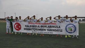 İslahiye'de sporculardan Barış Pınarı Harekatına pankartlı destek