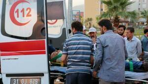 Otomobil traktöre çarptı; 3 yaralı