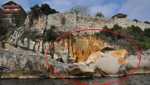 Amasra Kalesinde şok görüntü Dev kayalar çöktü...