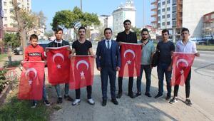 Orhangazide sürücülere Türk Bayrağı hediye edildi