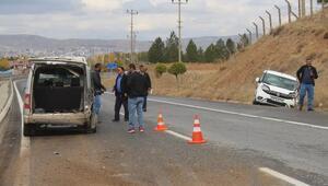 Sivasta yola çıkan köpek kazaya neden oldu: 1 yaralı