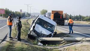 Ankarada servis minibüsü devrildi: 15 yaralı
