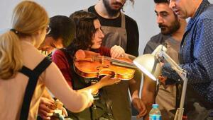 Dünyanın en önemli çalgı yapımcıları dördüncü kez İzmirde
