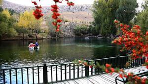 Doğal akvaryum Gökpınar Gölünde sonbahar güzelliği