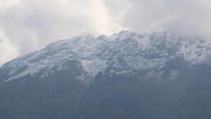 Sümbül Dağına mevsimin ilk karı yağdı